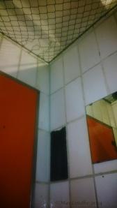 Interiörbild från omklädningscell på Gellertbadet